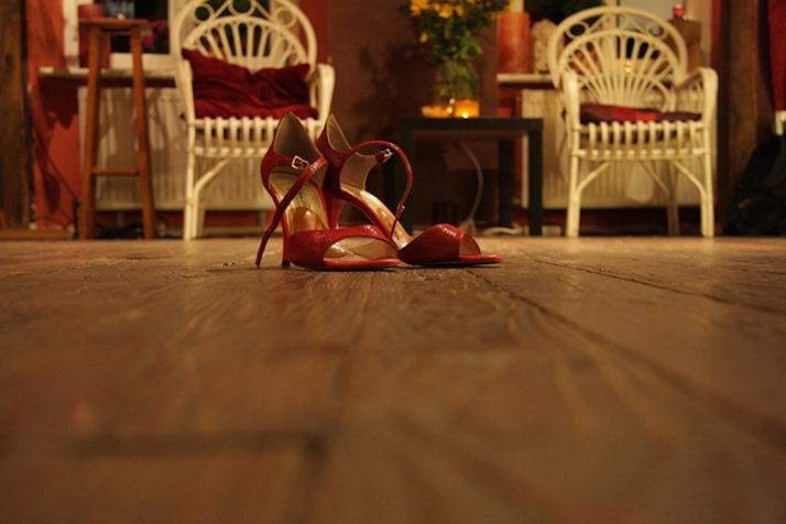 high-heeled-shoes-285664_640
